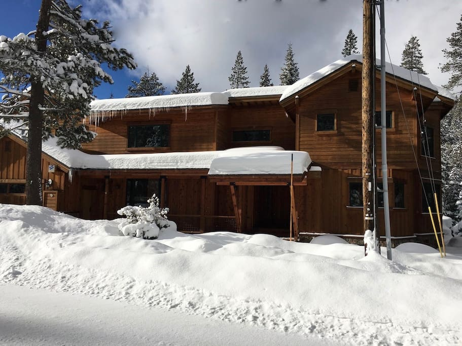 Fun in cold weather! Very close to slopes. Year round house.