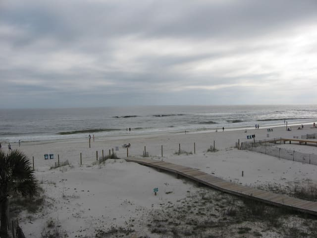 "Just ""Feet"" From The Beach! - Gulf Shores - Apartment"