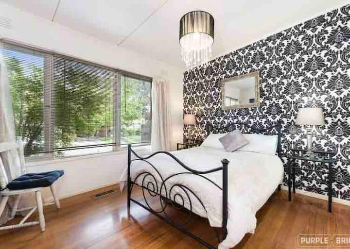 Private Central Glen Waverley apartment in duplex
