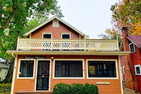 Wonderful Cottage 3 Blocks from the Lake/Downtown