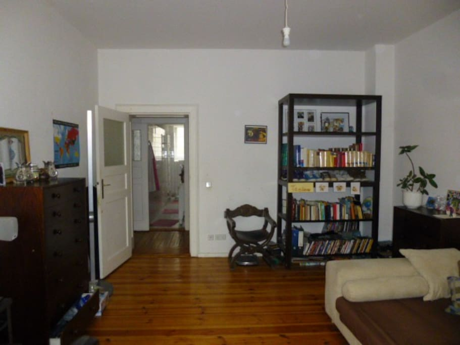 sch ne ruhige und helle 1 zimmer wohnung 50 qm wohnungen zur miete in berlin berlin deutschland. Black Bedroom Furniture Sets. Home Design Ideas