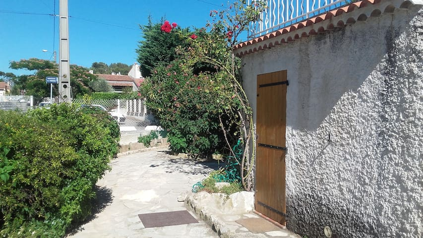 Furnished studio in Aubagne - Aubagne - Appartement