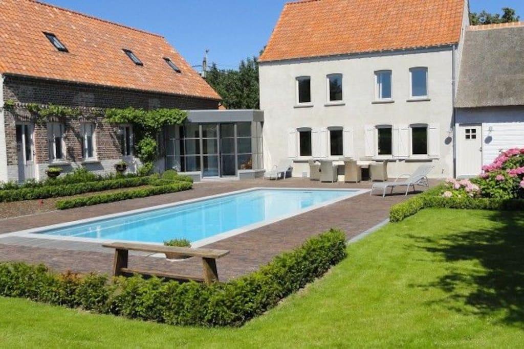 Het zwembad is permanent ter beschikking van onze gasten