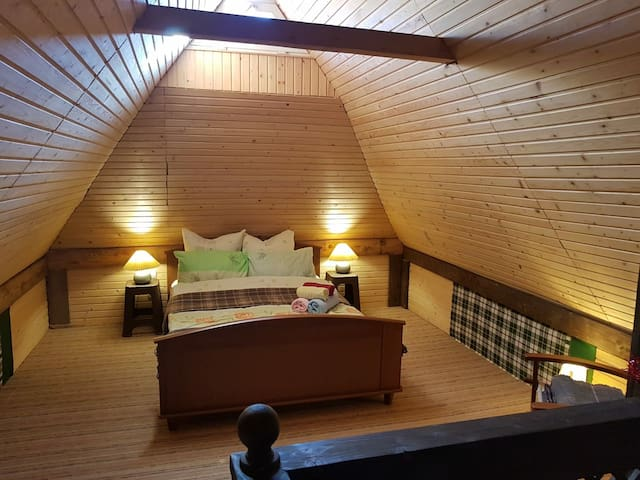 Спальня другого поверху