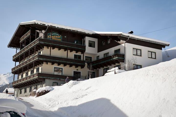 KENDLHOF 4er / 2 im Skigebiet Saalbach Hinterglemm