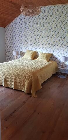Première chambre lit queen size