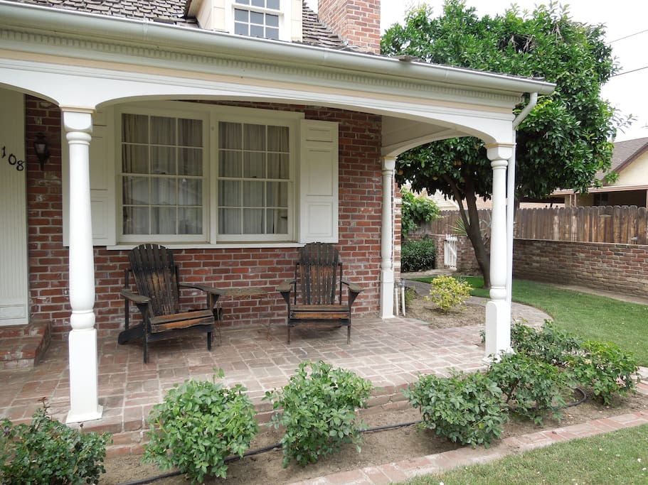 Great front porch for enjoying the eveni.ngs