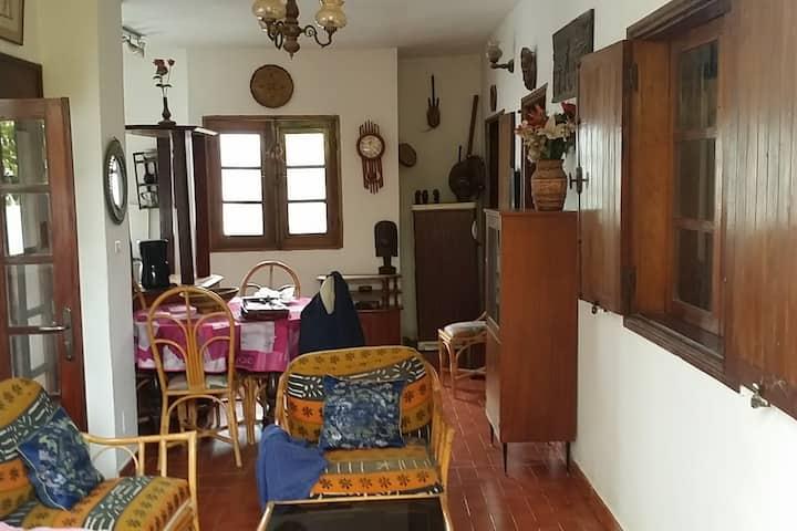 Appartement avec terrasse ombragée à Fann Hock