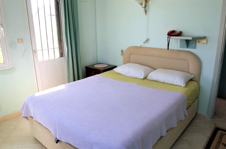 10minutes to beach.Double bed private room with ac