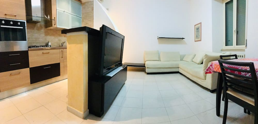 Spacious 3 bedroom flat 200m from beach