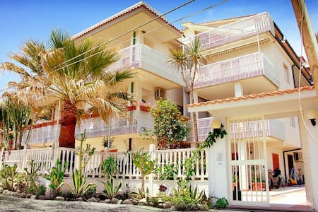 1p Appartamento in villa sul mare -Apart. near sea - Appartement