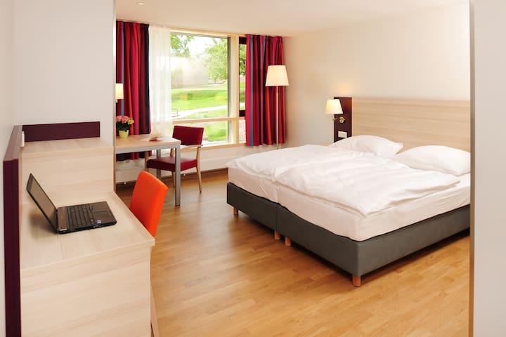 Haus Insel Reichenau - FamilienFerien Freiburg, (Reichenau), Doppelzimmer mit Doppelbetten, Du/WC