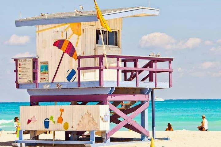 Miami South Beach Lifeguard / Life Guard Tower