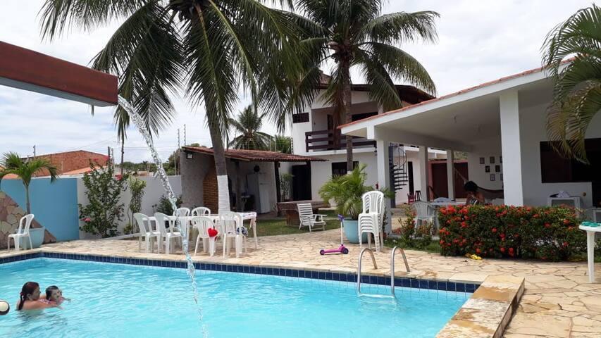 Casa na barra de Santo Antonio 150m da praia