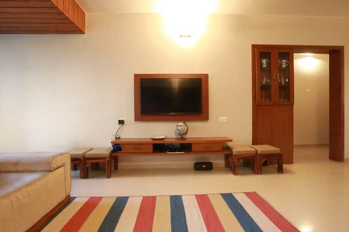 A Quiet and Convenient Apartment