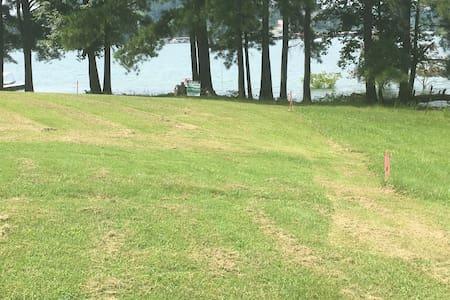 Cherokee lake bungalow on the lake.