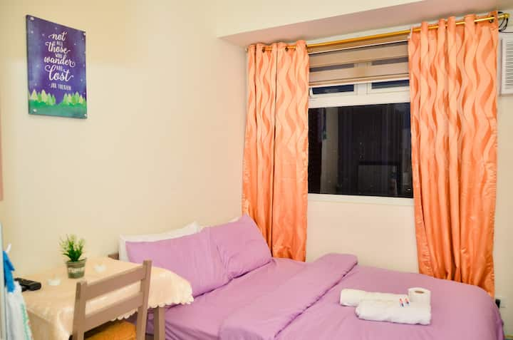 Accessible Comfy Pad w/ TV, WiFi, Ref & Hot Shower