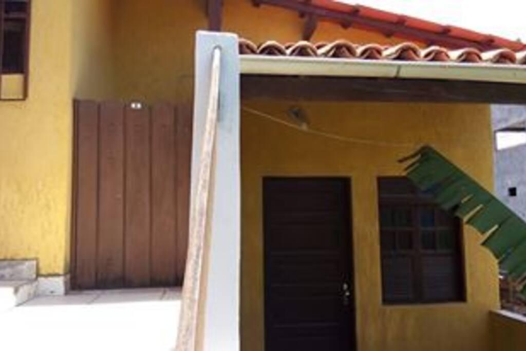 Frente do apartamento com varanda
