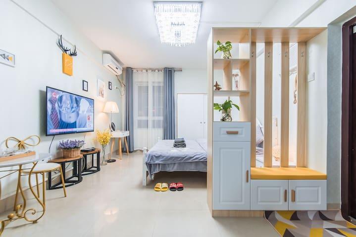 朝阳广场地铁口/市中心/中山路/温馨大床房/全新家具