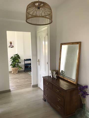 Habitación cómoda y luminosa en piso reformado