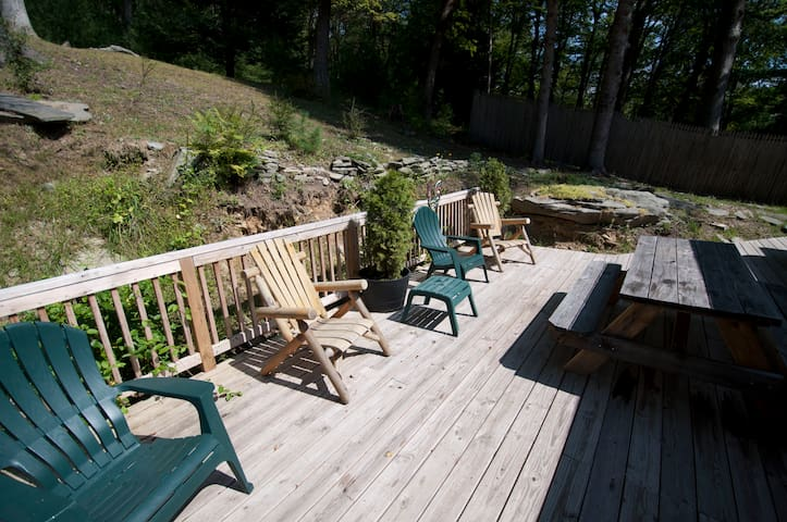 Hillside Cabin In The Woods--Hot Tub--1.5 Acres!