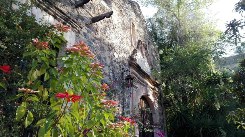 Magical and Historical House in Ex-Hacienda Duran