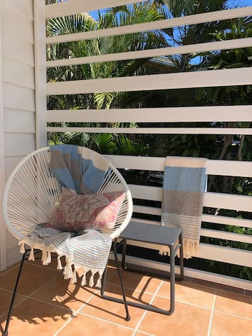 Noosa Heads PRIVACY w own entry, carpark & balcony