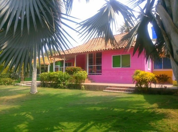 Villa Corales Cabaña Fucsia (16-18 personas)