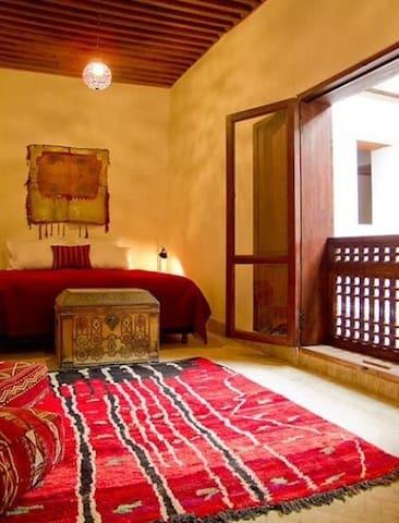 Red Room at Dar Rafti