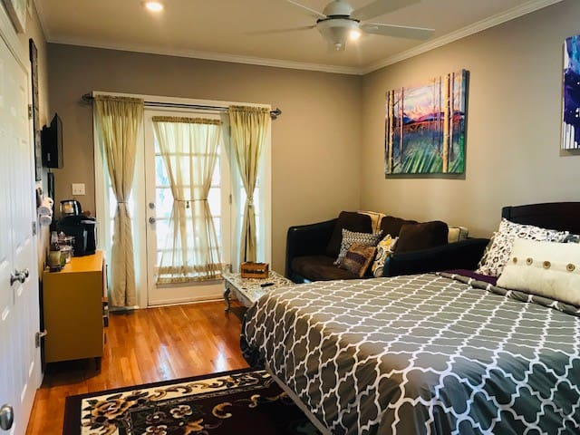 Charming, safe Midtown suite with private entrance