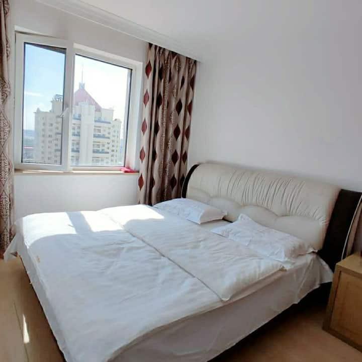 新华中伟国际大床房家庭房