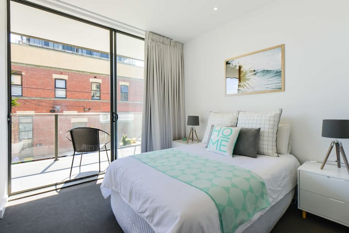 Classy 3 bed/2bath in Superb Inner City Location - Northcote - Appartement