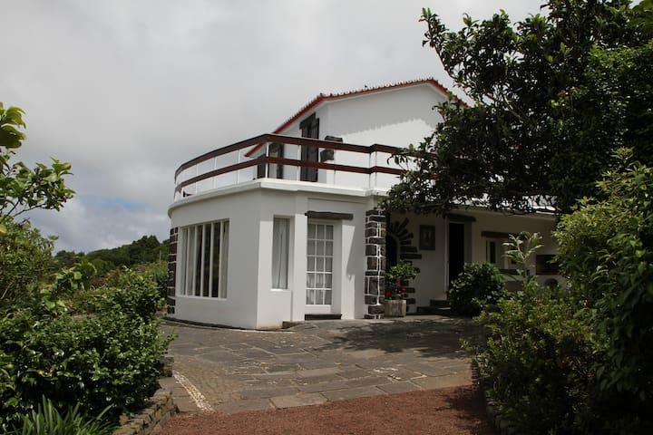 Azores Green Villas V3 - S. Vicente Ferreira - บ้าน