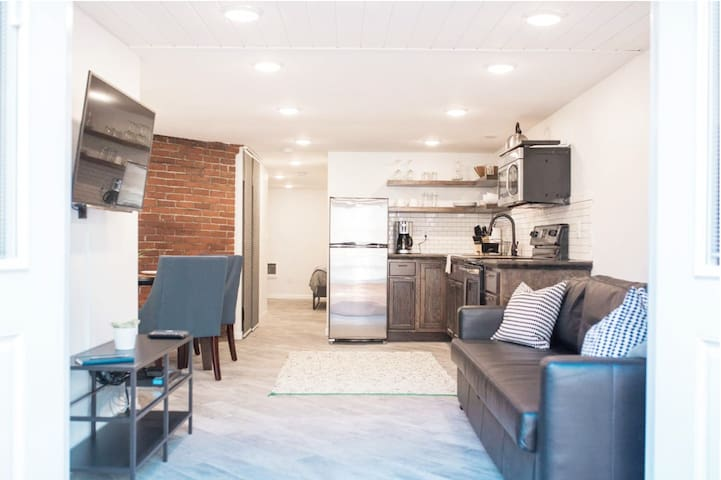 Charming Guest Suite in Historic Irvington Home!