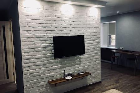 Студия рядом с ТЦ Алимпик