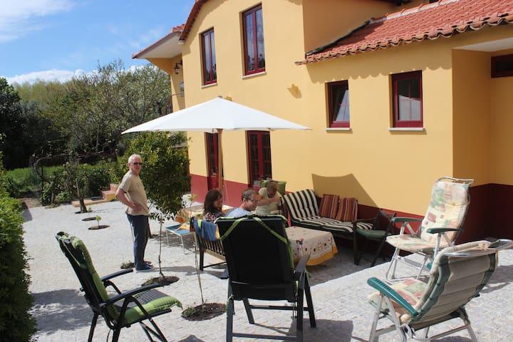Vakantiehuis Casa das Eiras, sfeervol in de tuin - Arganil - House