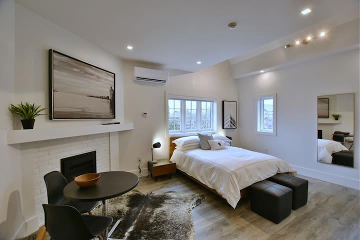 VanderMarck Suite 206 - Studio