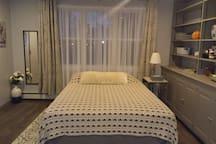 Queen size bed in bed room.