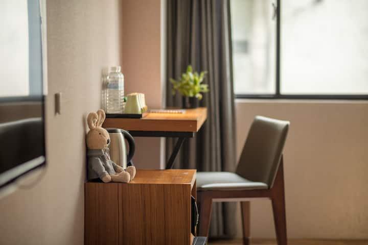 #Urtrip Hotel MRT南京復興站,近松山機場,微風廣場、小巨蛋都能步行抵達 #豪華三人房