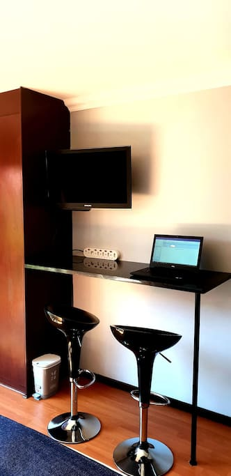 Workstation for Students or business travelers.