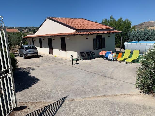 Villa à la campagne proche du centre avec parking