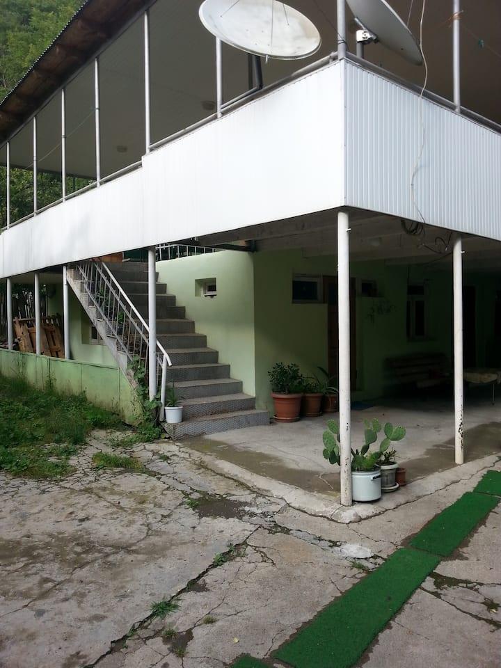 """Giuli Lobzhanidze's guesthouse """"SVANETI"""""""