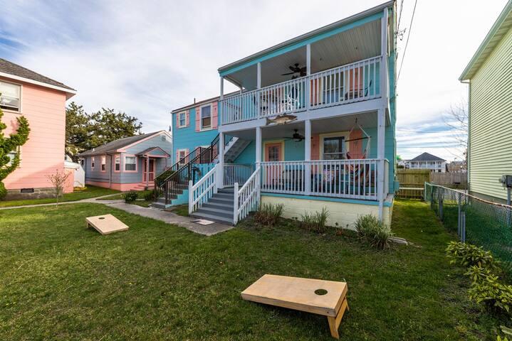 Cozy coastal retreat w/ porch & hammock - 2 blocks to beach/boardwalk!