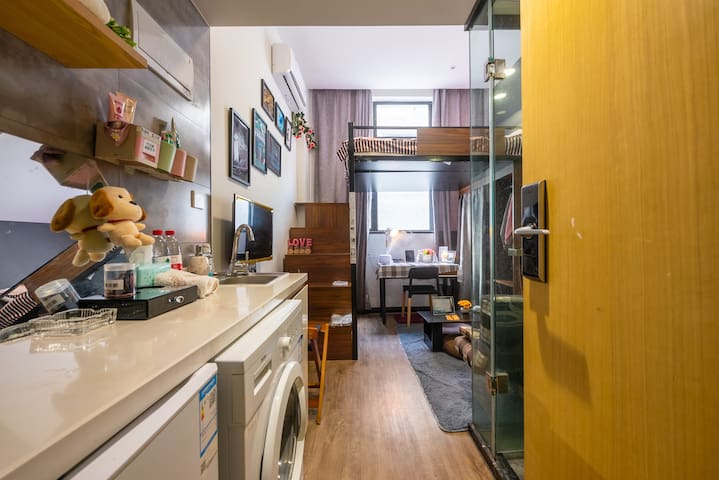 整套非合住 可做饭 离中山北路地铁仅500米 上海静安温馨复式房独卫 有免费健身器材 购物吃饭方便