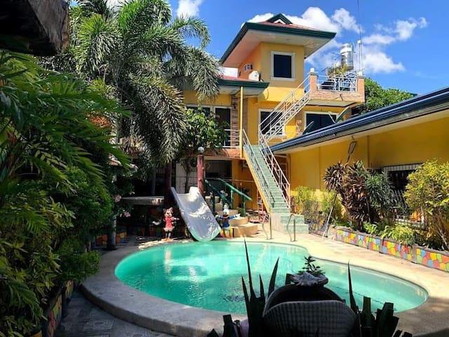 Comfortable & Modern Studio Room in Naga, Cebu!
