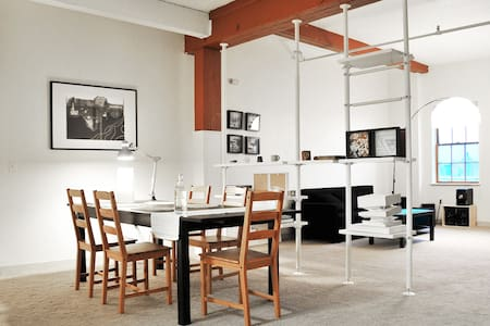 Artsy Warm Loft for Winter Stay - Cambridge - Loft