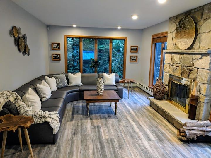 The River House - Gorgeous White Mountain Escape!