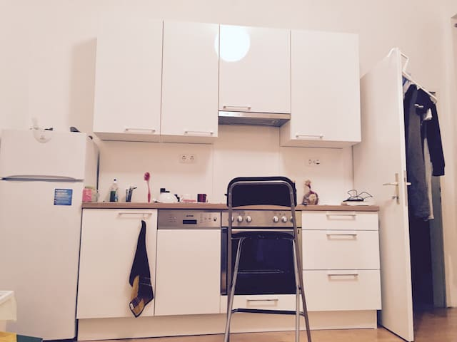 Studio apartment with Bathroom, near Belvedere. - Vienna - Apartamento