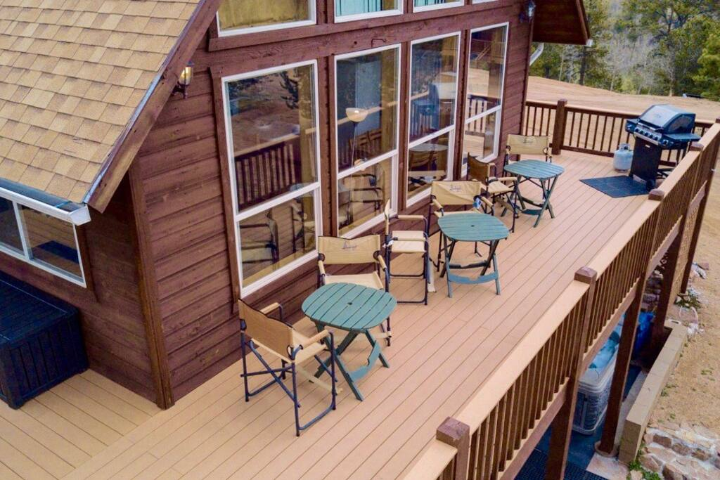 Hang out on the deck and take in the MAGNIFICENT VIEWS.