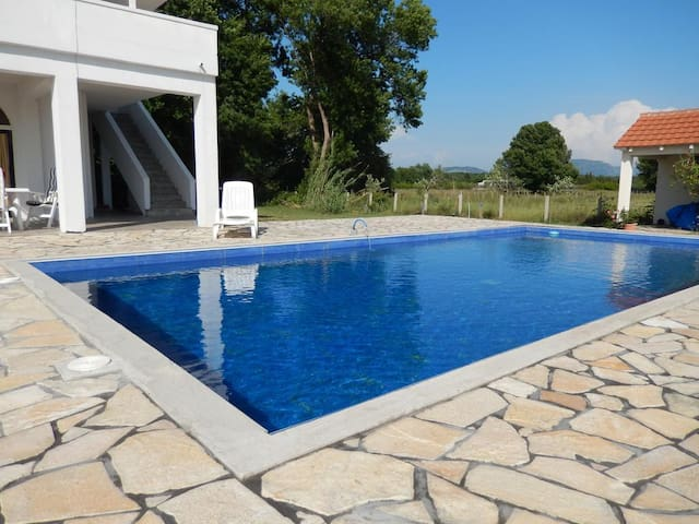 Villa For Rent with Large Swimming Pool in Ulcinj